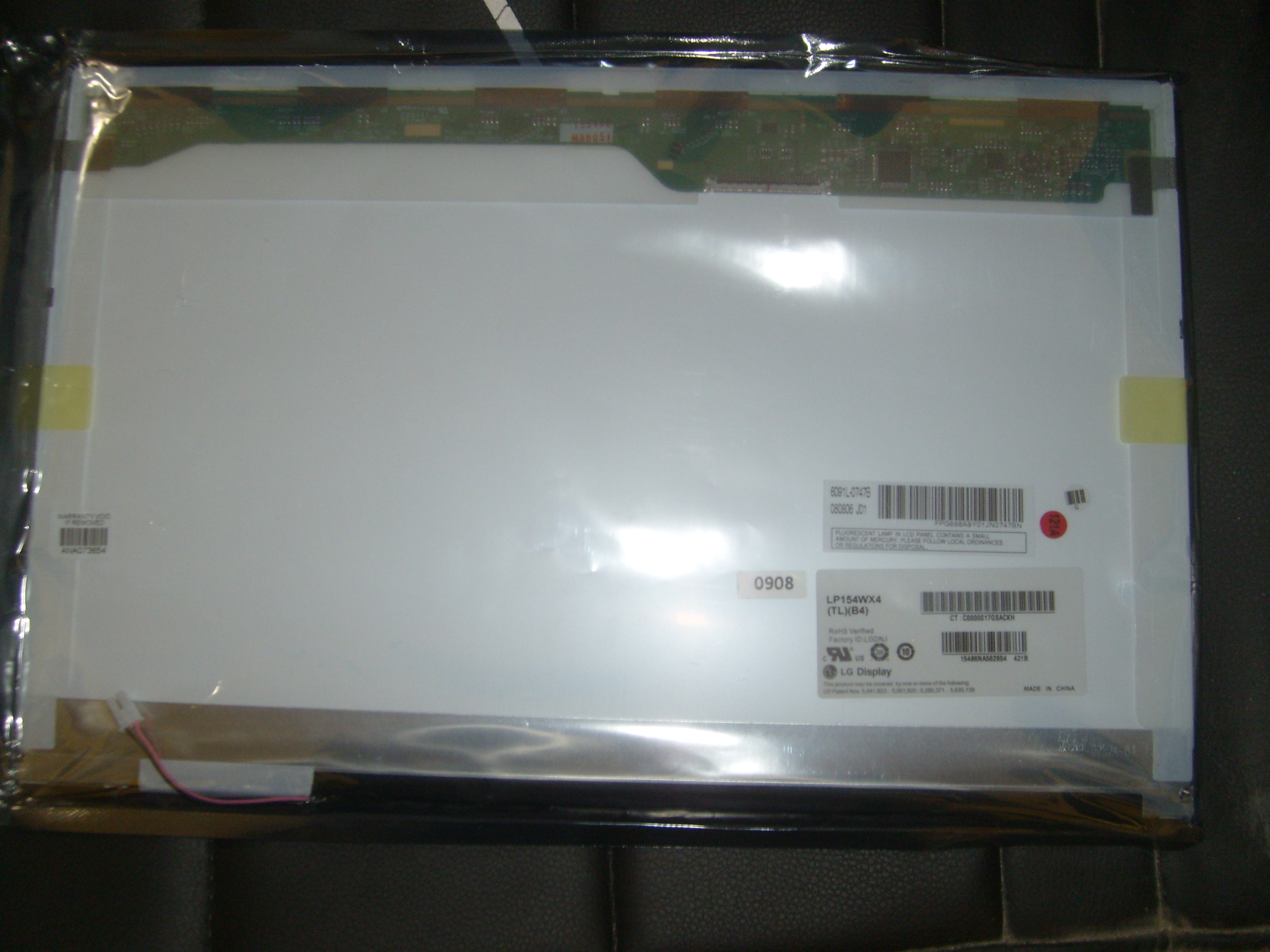 "LG Philips 15.4"" LP154WX4 Glossy wide lcd display, 12"